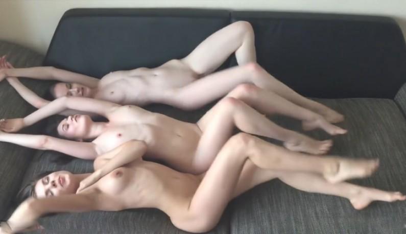 [欧美] 闺蜜2~极品模特和他们闺蜜一同自High~直接沙发上全裸骚首弄姿性感诱惑~