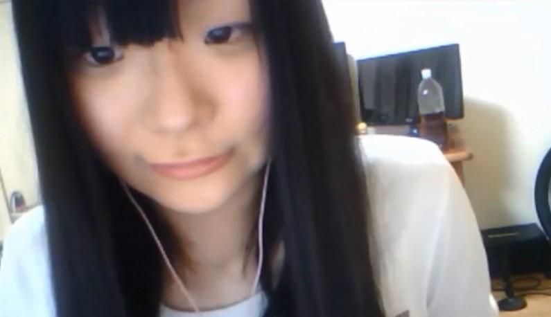 [日本] 可爱学生妹~本来一个人可以开心露白内嫩身体~结果爸爸回来了只好衣服穿好~