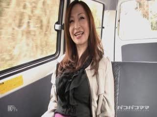 Paco060510_107露出不倫妻〜車窓から巨乳をポロリ〜MiyamaR