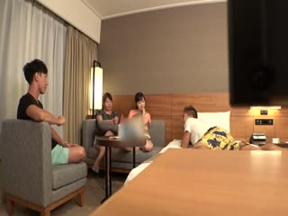 326EVA-053ビーチでビキニ女子大生をネット番組と偽りナンパ!
