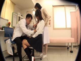 CLUB-543制服女子ばかりを狙う悪徳医師の乳首こねり健康診断3
