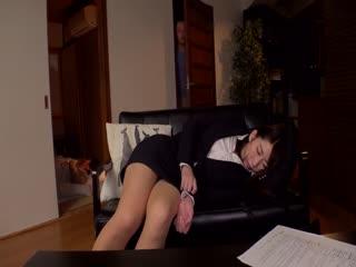 VRTM-482「もう…声出ちゃう…」父の横で眠るスーツ姿のご無沙汰