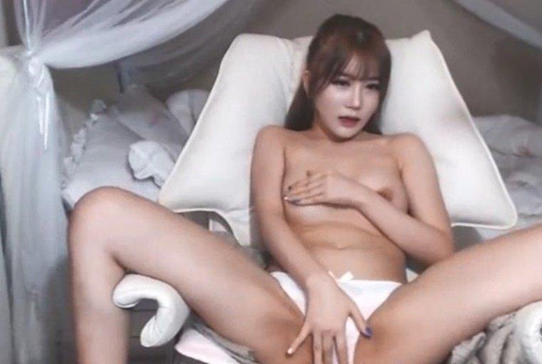 [韩国主播外流]长得酷似某韩国女星,皮肤白皙骚逼粉嫩嫩的