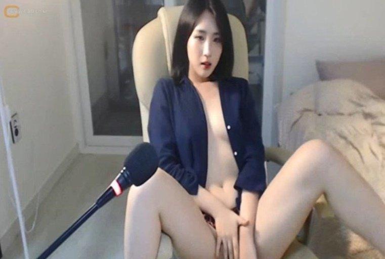 [韩国主播外流]魔鬼身材的女主播骚臀骚穴扭动的让人欲罢不能