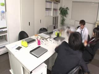 OYC-236入社したての右も左も分からない女子社員を残業中に社内で酒