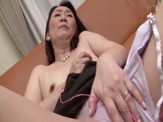 AED-165-近親相姦五十路のお母さんに膣中出し加瀬まどか