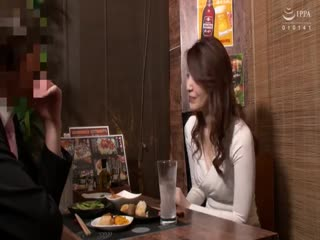 MEKO-116「おばさんを酔わせてどうするつもり」若い男女で溢れ返る相席居