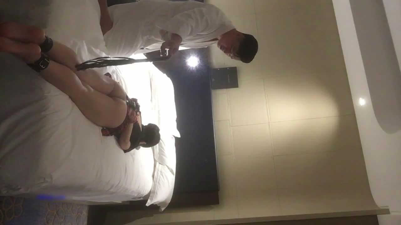 蛮腰翘臀干练短发气质美女白领私下如此淫荡宾馆约会炮友玩起了制服轻SM性虐亮点是叫声嗷嗷叫说老公不行了